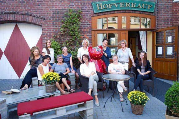 Das Team des Hofladens freut sich auf die Adventszeit - Fotos: Forstmannshof