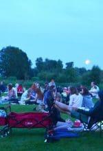 Rietberg: Picknick-Wiese im Schein des Vollmonds