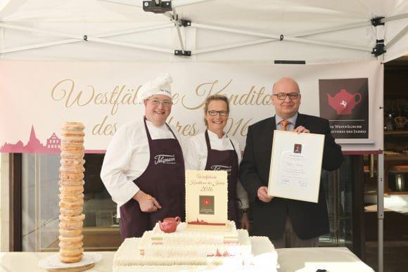 Die westfälische Konditorei des Jahres 2016 freute sich über die Sieger-Urkunde.