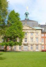 Kabarett im Schlossgarten Münster – wie man der Hitze trotzt