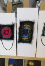 Flüchtlingskinder stellen ihre Kunstwerke aus