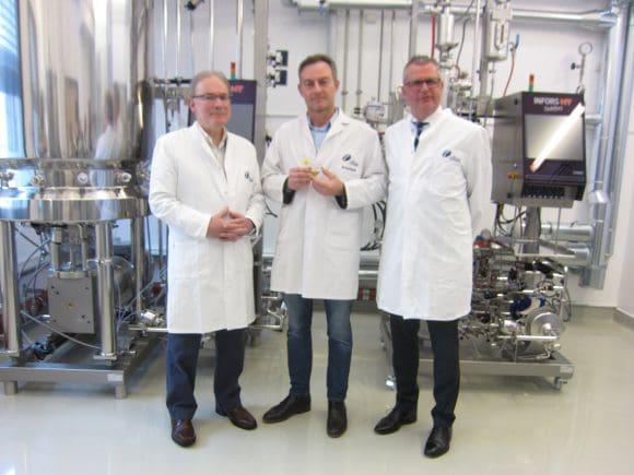 """Christian Fründ, Dr. Marcus Hartmann und Christian Scheiner von der Cilian AG in Münster entwickeln """"CiFlu"""", einen revolutionären neuen Grippe-Impfstoff"""
