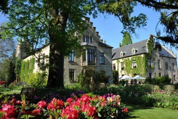 Der Park auf Schloss Ippenburg zeit sich beim Gartenfestival 2019 in voller Pracht