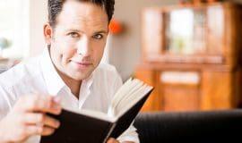 Christoph Tiemann liest skurrile Geschichten