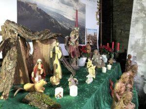 Die Weihnachtskrippe im Schlosshof von Haus Amecke in Sundern