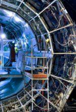 Teilchenbeschleuniger als Modell im Workshop