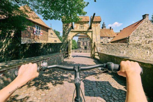 Radtouristen sind im Münsterland unterwegs
