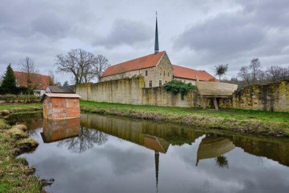 Blütezeit: SAISONALE zeigt Kloster.Garten.Kunst