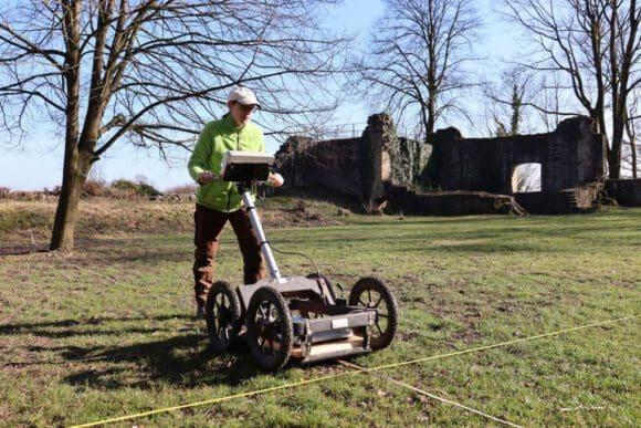 Archäologen entdecken einen alten Tennisplatz