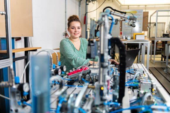 Entscheidung leichter machen – beim Online-Info-ag der Fachhochschule Südwestfalen am 20. Mai 2021. Foto: FH/Simon Bierwald