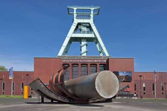 Außenansicht Deutsches Bergbau-Museum Bochum - Foto Karlheinz Jardner