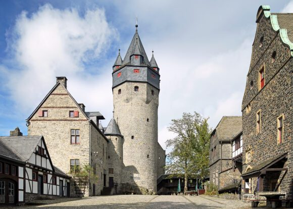 Die Burgmuseen und das Drahtmuseums dürfen jeweils 6 Besucher pro halbe Stunde besichtigen. Termine sind online buchbar - Foto Stephan Sensen/Märkischer Kreis