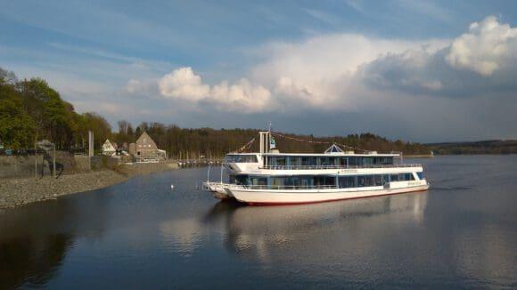 Die Möhneseeschifffahrt fährt im Stundentakt - Foto Wirtschafts- und Tourismus GmbH Möhnesee