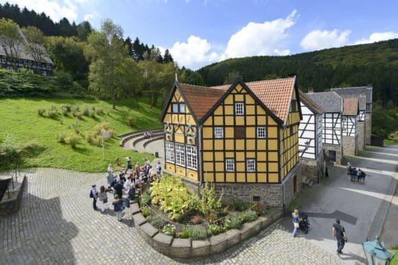 Das gelbe Tabakhaus ist das beliebteste Fotomotiv im LWL-Freilichtmuseum Hagen - Foto LWL