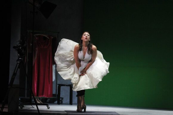 """Angela Davis in der Hagener Produktion """"Marilyn Forever"""" - Foto Klaus Lefebvre"""