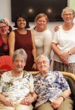 Priti Salian (4. v. li.) hat bei ihrem Besuch in Arnsberg auch Kontakte im Seniorenhaus Sankt Anna in Alt-Arnsberg geknüpft - Foto Priti Salian