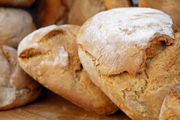 Brot mit einer knusprigen Brotkrume