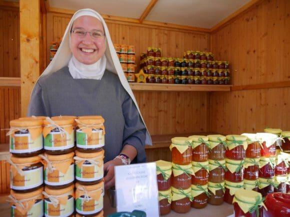 Klostergelände öffnet einen Markt mit Seele