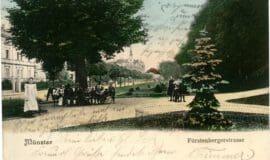 Postkarten begleiten den Weg um die Promenade