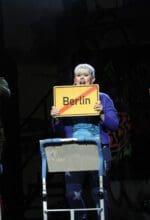 """Alexander Brugnara, Vanessa Henning, Patrick Sühl in """"Wenn die Nacht am tiefsten (… ist der Tag am nächsten)"""" - eine Deutsch-Rock-Punk-Pop-Theater-Party im Theater Hagen - Foto Klaus Lefebvre"""