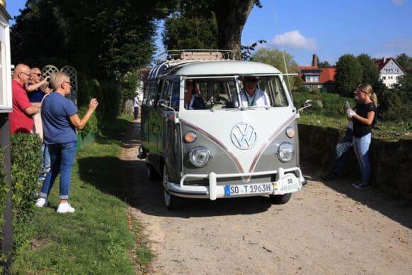 FIVA World Rally mit einem rollenden Museum