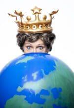 Kabarettistin Lioba Albus ist als Weltmacht Mia Mittelkötter zu Gast in der Stadthalle Olpe - Foto Olli Haas