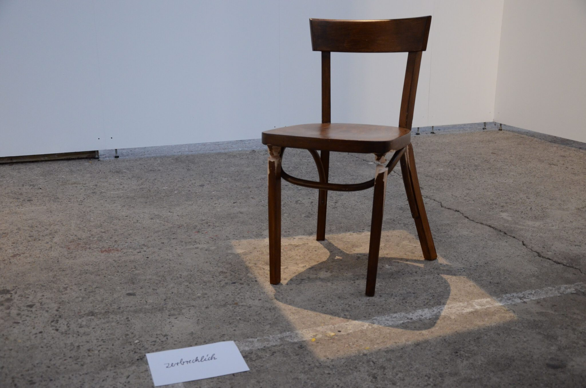 """Angelika Wischermanns Installation """"Auf eigenen Beinen stehen"""" ist eines von drei Werken die 2019 mit dem EN-Kunstpreis gewürdigt wurden - Foto UvK/Ennepe-Ruhr-Kreis"""