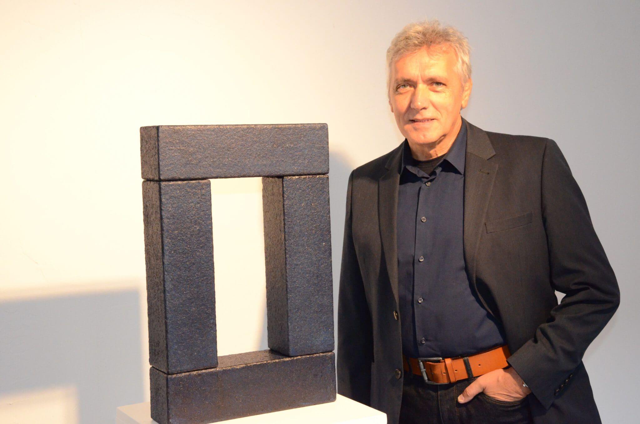 Harald Kahl mit dem von der Jury 2019 ausgezeichneten Werk - Foto: UvK/Ennepe-Ruhr-Kreis